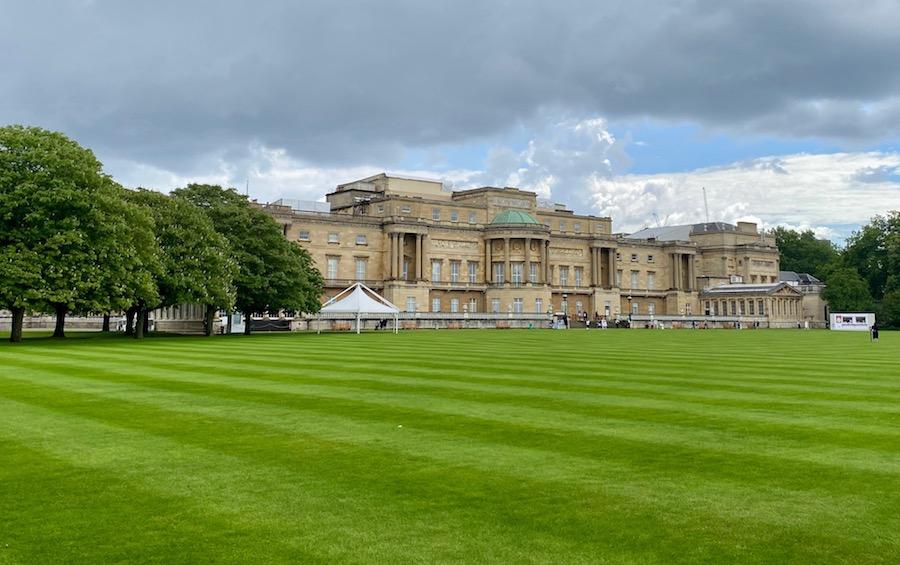 Buckingham Palace Gardens: How to Visit the Queen's Garden